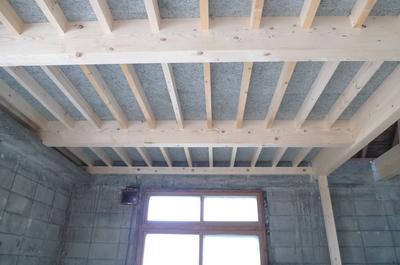 木毛板の天井.JPG